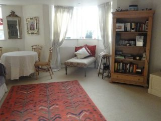 Lovely 2 bedroom maisonette- South Kensington