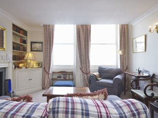 Delightful and cosy 2 bedroom apartment- Kensington
