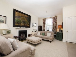 Cosy, traditional 3 bedroom 3 bathroom period apartment- Kings Road/Fulham Road