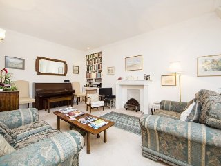 Quintessentially English two bedroom apartment just moments from Harrods with