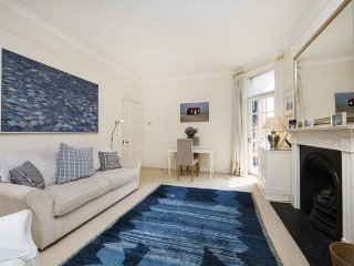 Well presented, traditionally English one bed apartment in Chelsea