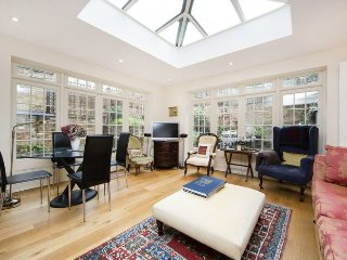 A stunning family apartment fabulously situated between the Fulham Road and