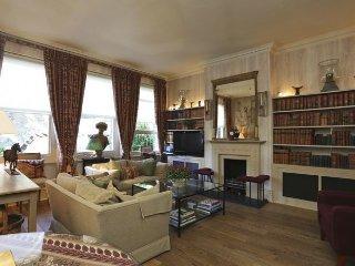 Super elegant 2 bedroom apartment with Patio Garden in Chelsea - Sleeps 4