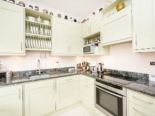 Superior one bed apartment in a stunning period building and just minutes to