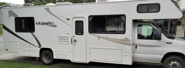 Voyage Scenic Alaska dans un RV-camping-car fiable, peut accueillir jusqu'à 8 personnes. Ou demander une taille plus petite