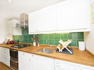 Comfortable one bedroom property in the heart of Kensington.