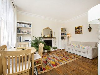 Quaint one bed apartment located in West Kensington, two minutes to nearest