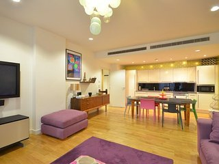 Vibrant and contemporary apartment close to Oxford Street