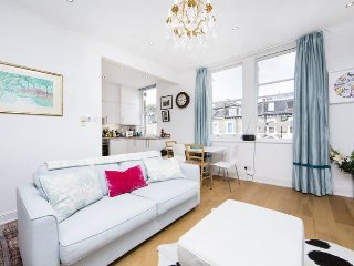 Lovely 2 bedroom apartment in a quiet, residential street - Kensington