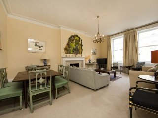 Newly renovated beautifully designed apartment- Kensington