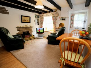 Crumplehorn Cottage No1 - Our romantic hide-away for two. With onsite private parking and Wi-Fi.