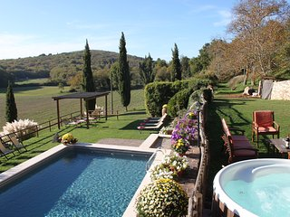 Beautiful Private Villa,Pool,A/C, Hot tub, Wi-Fi, near Siena