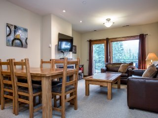 Meticulous condo with great access to the ski slopes and summer hiking trails