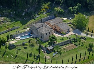 Charming private Villa,Pool,Hot tub,A/C, Wi-Fi, 15km from Siena
