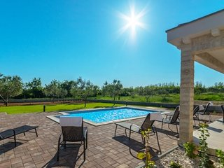 VILLA CASA GINNA WITH POOL-with heating