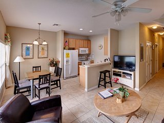 Beautiful Townhome near Orlando Themeparks and Airport with Private Jacuzzi