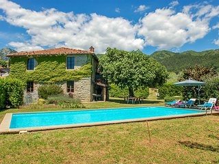 House with 10x5m private pool, own garden, bbq. Quiet area & panoramic views!!