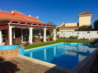 Air Conditioned Villa with private heated pool