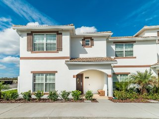 4823BRL. 5 Bedroom 4 Bath Townhome with Pool in New Resort