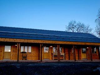 THE GATHERING - CHERRY CABIN, open plan, en-suite, studio cabin, Ref 962882