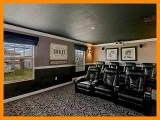 Championsgate 265 - villa with pool, game room and home theater near Disney