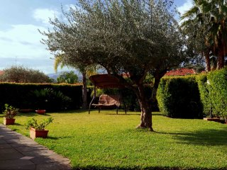 casa dell'ulivo - house in a residence with pool and car place a few steps from