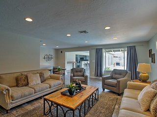 Luxury House w/ Grill - 2 Miles to Camelback Mtn!