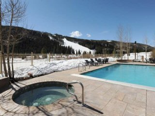 POOL/HOT TUB OPEN WEEKENDS! Heart of River Run;Shops,Dining / Mountain Views / C