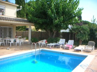 Casa Montse 2, Sta. Maria de Llorell, piscina privada para 2 casas, vista mar