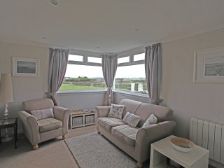 Mid Bishopton Cottage; dog friendly & private hot tub