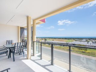 The Oasis - 6 Turnberry Drive, Links Lady Bay