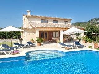 Villa Beata for 8 guests, only 1km from Old Town Pollensa and 6km to the beach!
