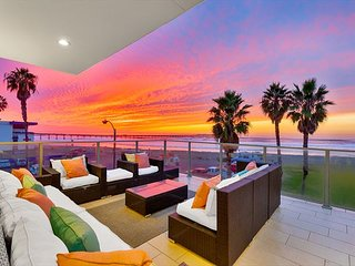 25% OFF OPEN AUGUST - Oceanfront Condo, Surf & Sunset Views, Steps from Sand