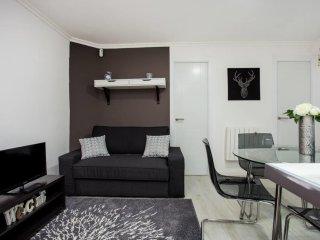 Brand new elegant 3 bedroom apartment
