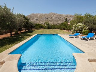Catalunya Casas: Villa Fontana for 2, next to the old town of Pollensa and 5km t