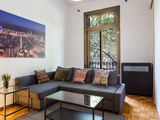 Large Central Barcelona Apartment on the Grand Via