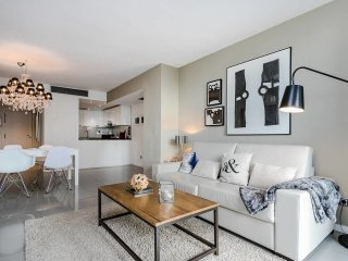 Stylish 2bed/2bath with swimming pool