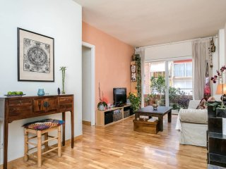 Joyful and vibrant 2 bed flat in Sarrià