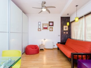 Colourful flat in the center of Gracia