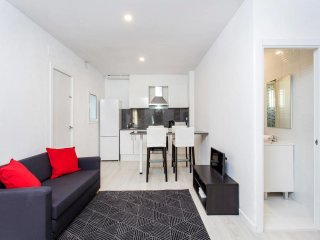 Fabulous reformatted flat 5 min from subway!