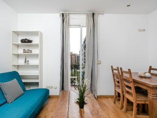 Fantastic 2bed with balcony, close to Pg de Gràcia