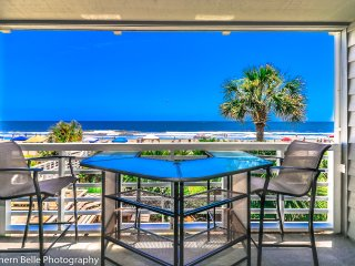 ALL-INCLUSIVE RATES! Surf Harbor 104 - Oceanfront, Shared Pool & Renovated