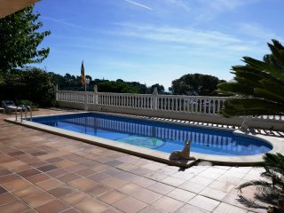Casa Montse 1, Sta. Maria de Llorell, piscina privada para 2 casas, vista mar