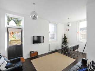 Walcot Street With Parking  ground floor garden  two bed apartment