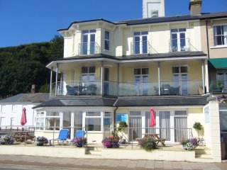 Sunny Beach Apartment 6, Shanklin Esplanade with great sea views.
