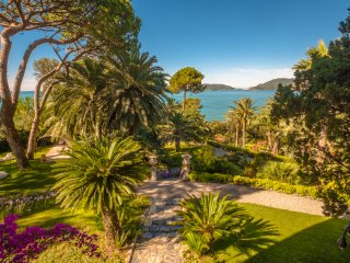 ALL INCLUSIVE Magical Seaside Villa situated on an Eleven-acre Botanical Garden