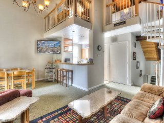 Cute Condo at the Villas in Tahoe City + HOA