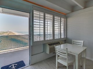 Charming condo w/ shared pool & ocean views, right on the beach! Snowbird rates!