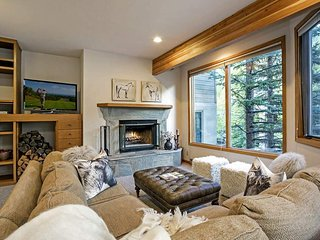 Spacious five bedroom townhome next to Vail Golf Club - Sunburst Overlook