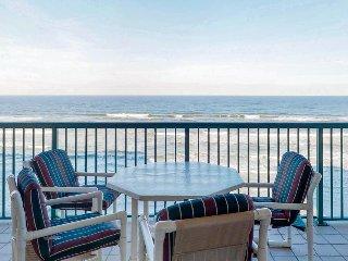Oceanfront luxury w/ resort amenities, pools & hot tubs - snowbirds welcome!